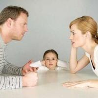 Divorcing-Parties-with-Son-at-Table